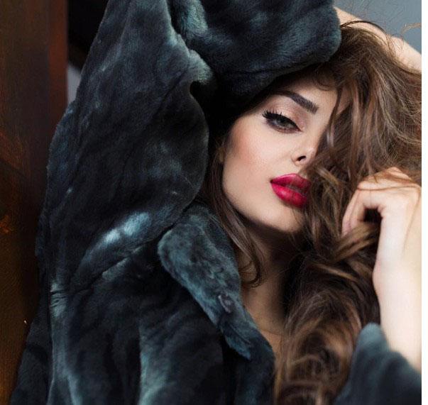The New Fashion Modelling Photos Of Mahlagha Jaberi