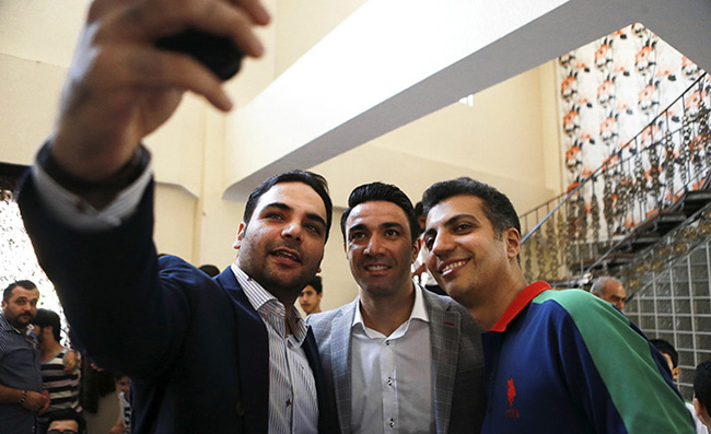 Javad Nekounam announces retirement from football in a ... Javad Nekounam Wife