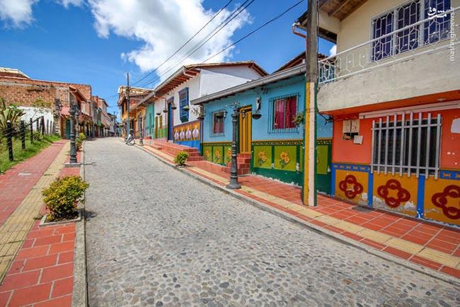 BEAUTIFUL GUATAPÉ, COLOMBIA BY JESSICA DEVNANI