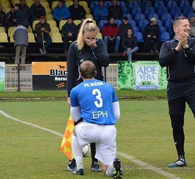 A footballer proposed to his girlfriend before the game this week