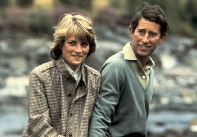 Princess Diana's unseen family photos revealed BY CNN