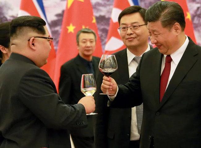Kim Jong-un Tries VR During China Visit