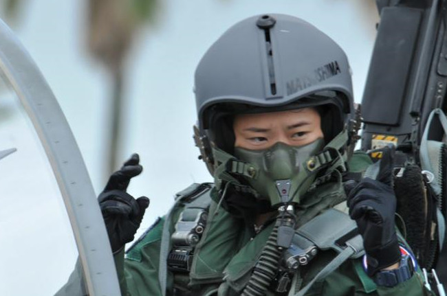 Japan sees first woman qualify as fighter jet F-15 pilot