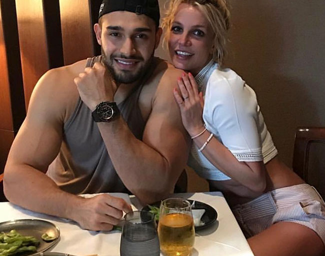 Britney Spears gushes over boyfriend Sam Asghari