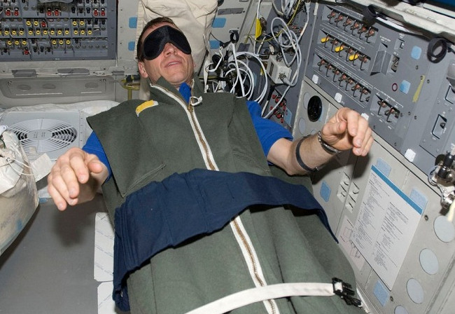 everyday things astronauts can't do in space
